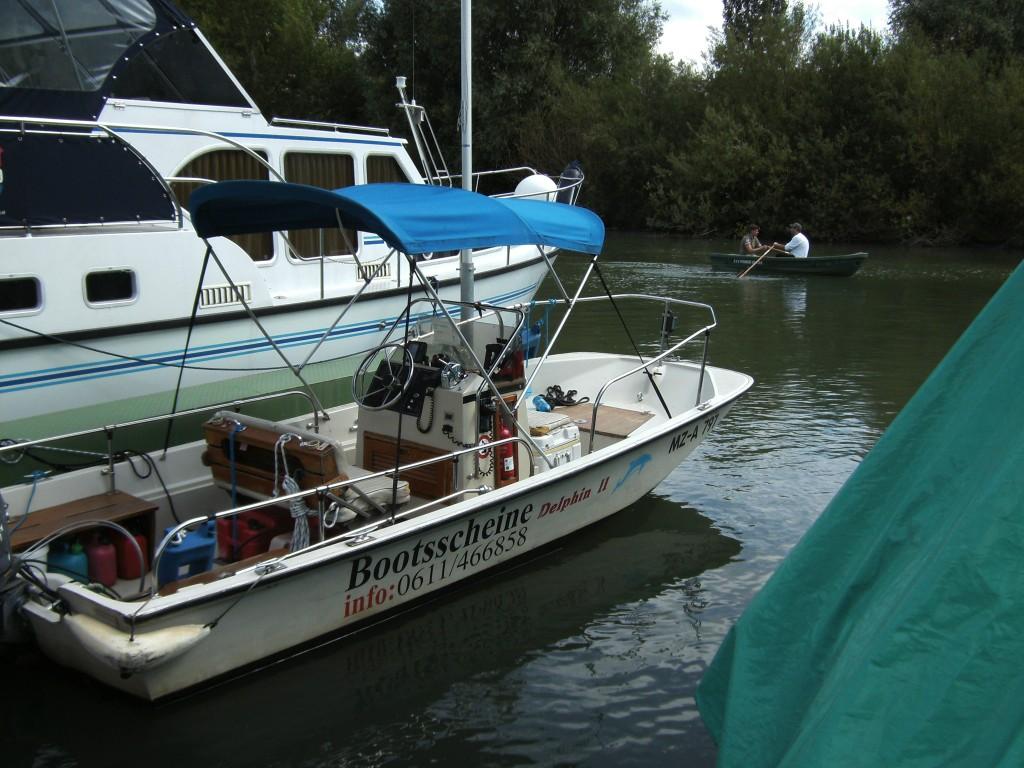 http://www.internetbaukasten.de/data/kundendaten/276495/Motorboot-1.JPG
